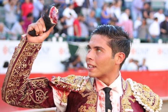 En Guadalajara… Oreja para el novillero José María Pastor