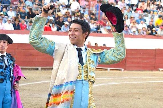 En Jiquilpan… Sergio Flores corta la única oreja de la tarde