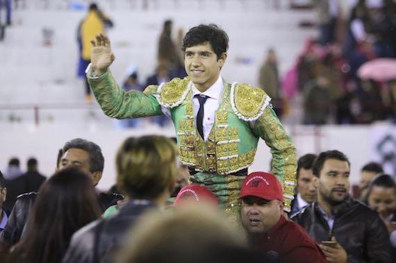 En León… sale en hombros Luis David Adame
