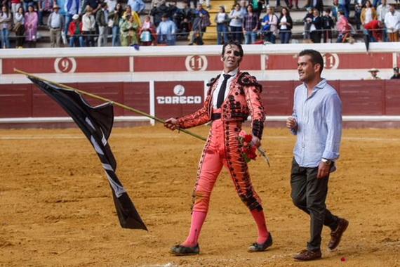 En Lucena… Padilla y Cayetano cortan tres orejas