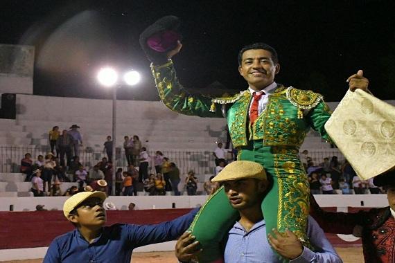 En Panabá… Paco Rocha sale a hombros
