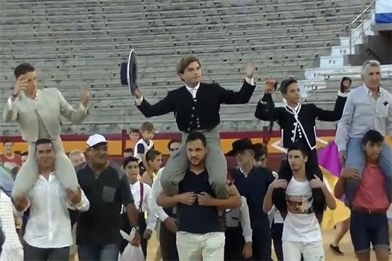 En Alicante… Éxito de público y triunfo en el ruedo en la1ª clase práctica de Hogueras