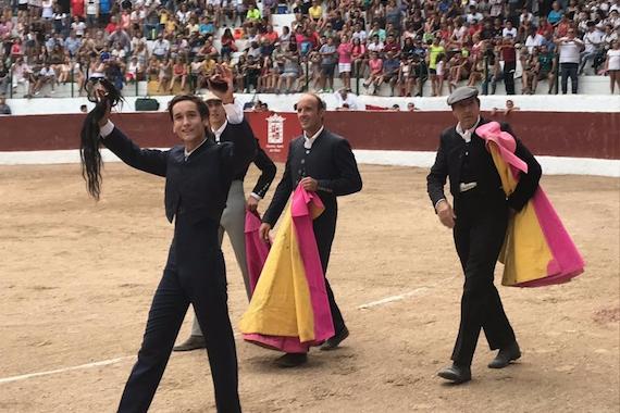 En Siles… Arturo Gilio, corta los máximos trofeos