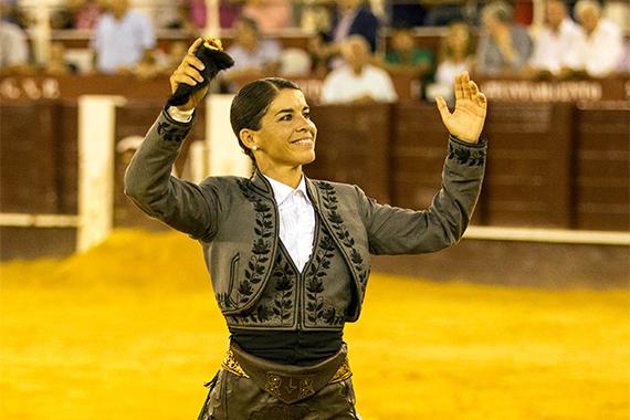 En Málaga… Pablo Hermoso y Lea Vicens cortan una oreja en el cierre de la Feria