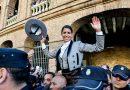 En Valencia… Léa Vicens desoreja al sexto en la matinal de rejones