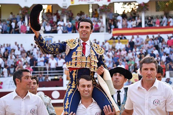 Emilio de Justo, premio Claude Popelin al triunfador de 2018 en Francia