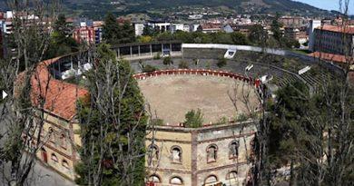 El Ayuntamiento de Oviedo, desbroza la plaza de toros
