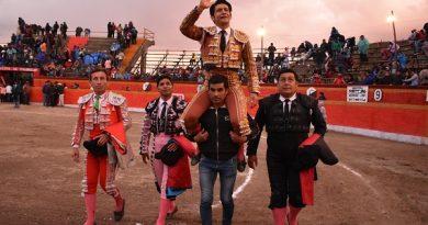 En Ticapampa…Uriel Moreno El Zapata sale a hombros