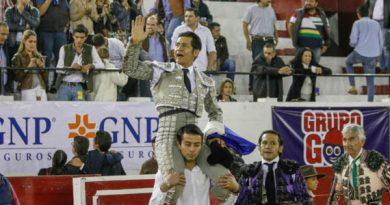 Galería fotográfica Triunfa El Zapata en la corrida Guadalupana