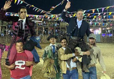 En Temax… Horacio Casas y Antonio Romero en hombros