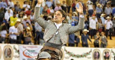 En Autlán… Contundente triunfo de Andy Cartagena sale en hombros