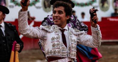 En Autlán… Leo Valadez en hombros