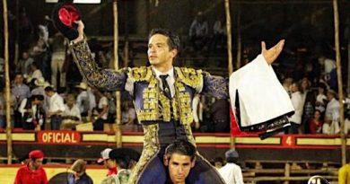 En Villa de Álvarez… En hombros El Chihuahua