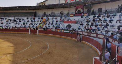 En Cabra… Dos orejas para la terna con un gran toro de Santiago Domecq