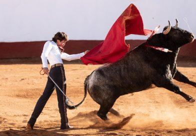 Arturo Gilio III consumó imponente faena y conquistó el trofeo 'Pedro Moreno'