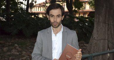 """Antonio José Lorite se arranca el alma en su libro """"El verso libre de un texto esclavo"""""""