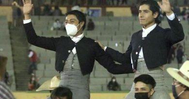 En Apizaco… Salen en hombros Sergio Flores y Luis David Adame