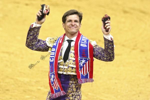Julian Lopez El Juli con bufanda atleti