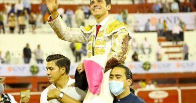 En Monterrey… Regresa la Fiesta y sale en hombros José Mauricio