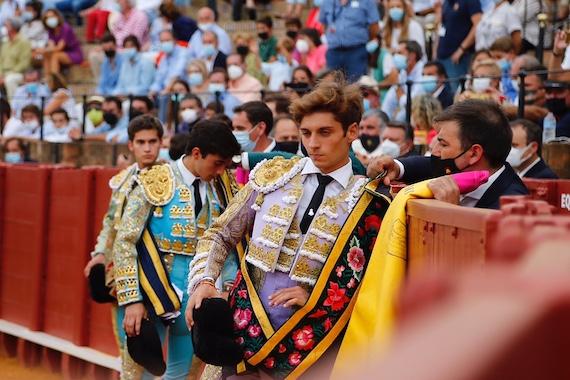 En Sevilla… En medio de los fugaces detalles, triunfa el violento tremendismo